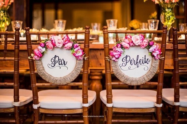 """Plaquinha for grooms chair with the phrase """"Perfect pair"""""""