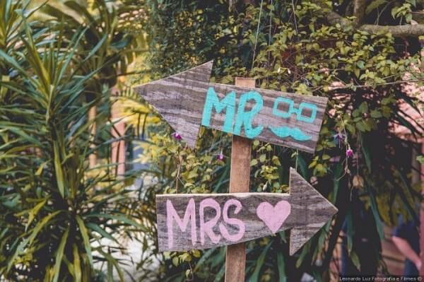 """Wedding plaques with writing """"Mr and Mrs"""""""