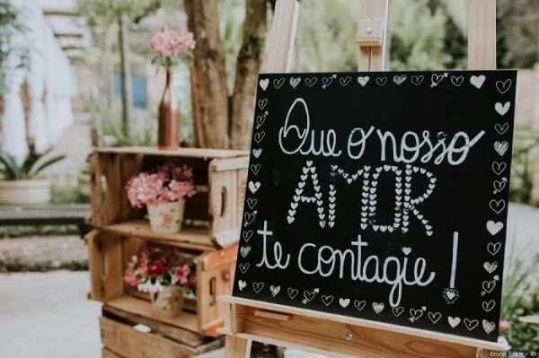 """Wedding plaquinhas with the phrase """"May our love infect you"""""""