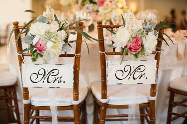 Plaquettes for grooms chair and flower arrangement