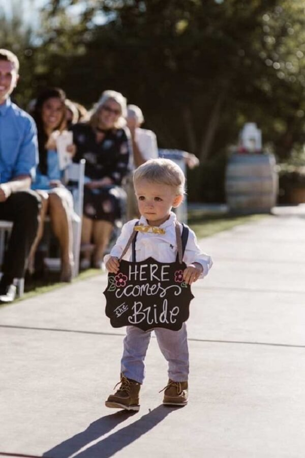 Very cute the entrance of the page with the wedding plaquinha