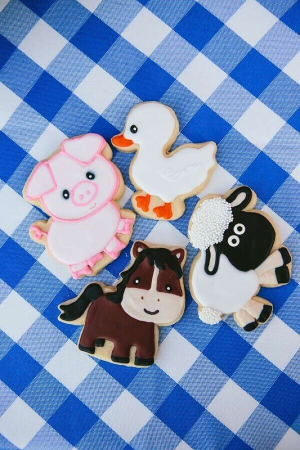 Personalized Crackers in Animal Shape for Farmhouse Party Photo Catch My Party
