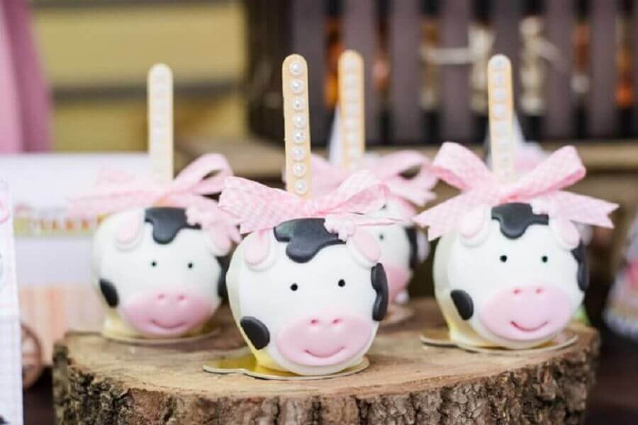 candy in cow shape for little farm party Photo Lary Decore