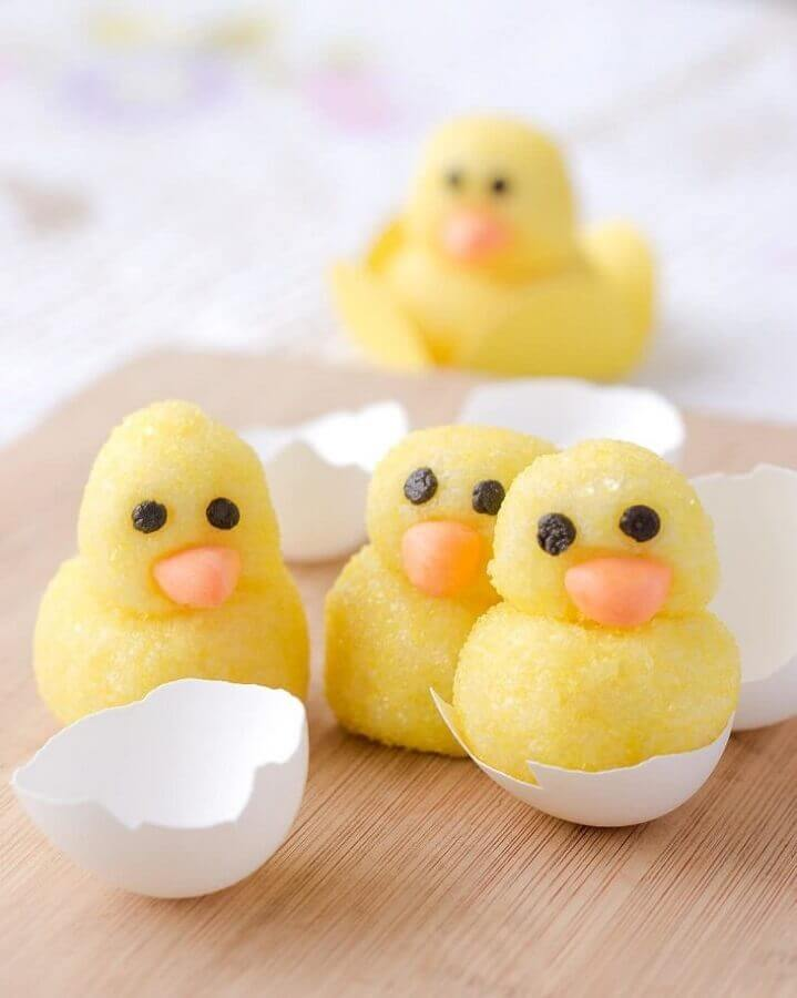 Chick-shaped candies for children's party farmhouse Photo Doce Gutta