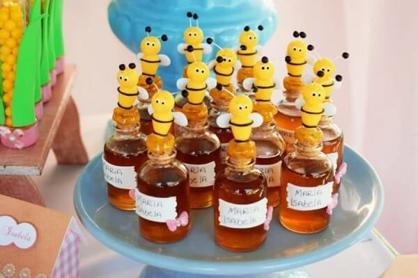 Small glasses of honey to give to the guests of the little farm party