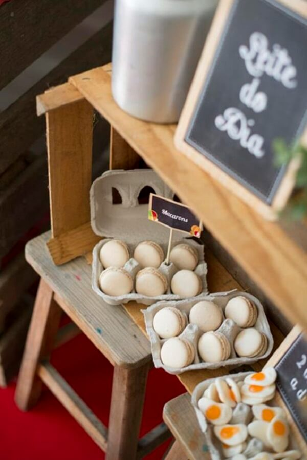 White macarons simulate eggs in the farmhouse party
